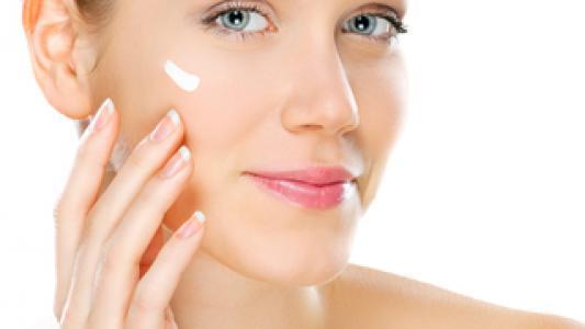 Produits pour l'hydratation de la peau, le renforcement des ongles et la pousse des ongles et des cheveux...