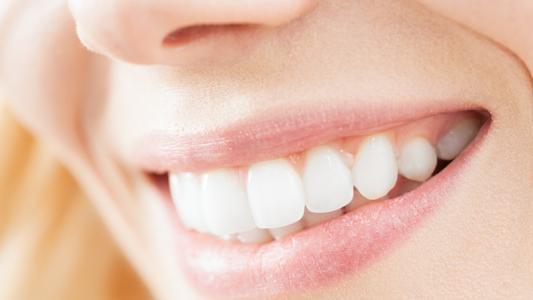 Pathologies liées aux problèmes bucco-dentaire, une bonne hygiène buccale, prévention des caries, parodontite - Easynutrition.eu